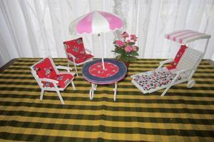 Juego de mesa con sombrilla, dos sillas y reposera y