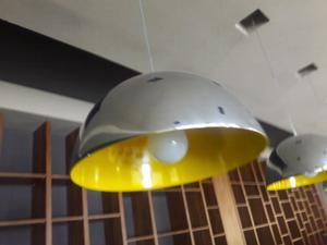 Lampara de diseño con lampara de led grande