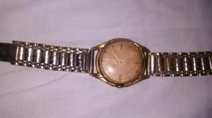 Reloj antiguo a cuerda retro