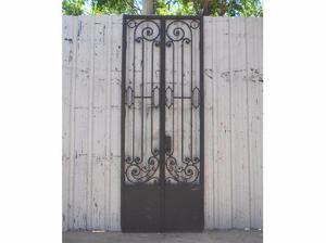 Antigua puerta de frente en hierro forjado (114x305cm)