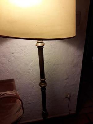 Lámpara de pie de bronce