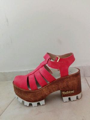 Sandalias plataformas número 36 en blanco o rosado