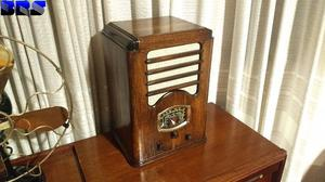 radio antigua a valvulas estilo catedral funcionando