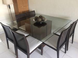 Mesa de vidrio con base de madera