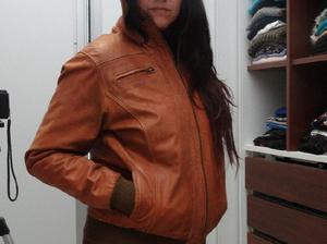 Campera de cuero original marron con capucha y forro de