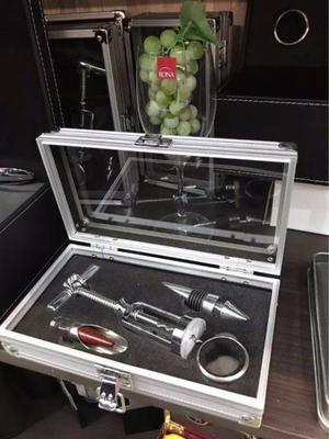 Set De Vino Con 4 Accesorios En Elegante Caja De Aluminio