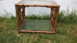 Mesa Ratona de caña y vidrio arriba y abajo