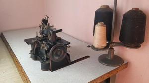 Máquina de coser industrial Overlok 3 hilos. Marca Singer