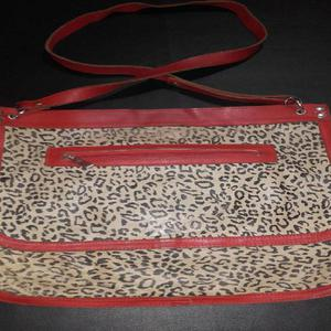 VENDO CARTERA!!!! DE CUERO ANIMAL PRINT!! EXCELENTE