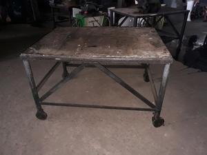 Vendo mesa movil super reforzada