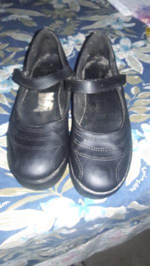 Vendo zapatos para él colegio