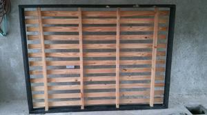 Cama de madera 1 plaza y media con colchòn.