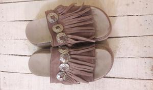 Zapato con plataforma y flecos