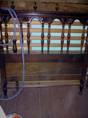 Se vende cama de una plaza antigua de cedro