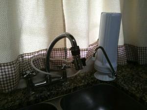 Vendo purificador de agua con un filtro de repuesto