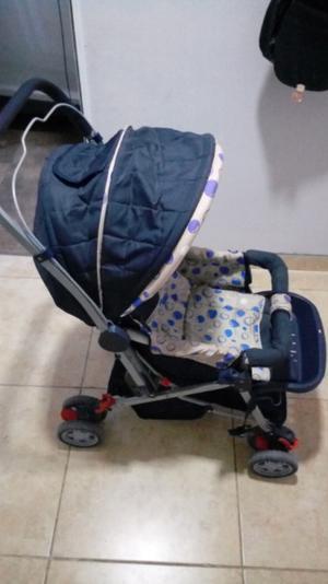 Coche para bebe, silla para auto y mini gimnasio