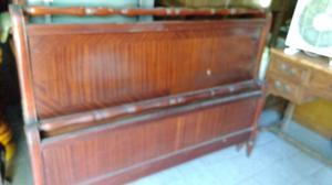 Varias camas antiguas de 2 plazas