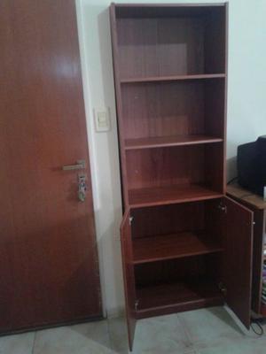 Vendo bibliotecas de melamina con puertas bajas y estantes