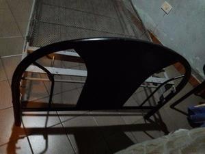 Camas y mesa de luz