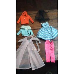 Lote De 14 Prendas Para Muñecas Barbie Mas una cartera.