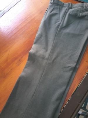 Pantalon gris uniforme talle 18 sin uso!