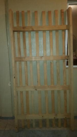 Cama de 1 plaza y media de madera