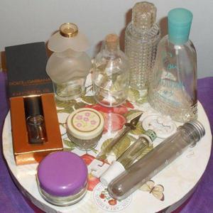 Frascos de perfume y frascos