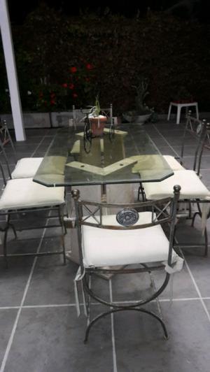 Juego de mesa y sillas de hierro