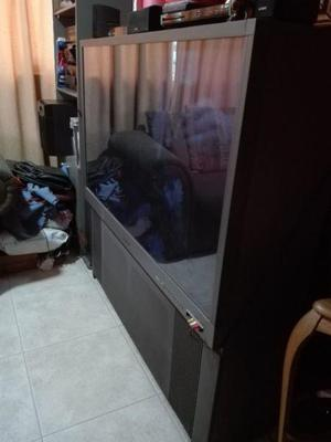 TV RETROPROYECTOR 55 PULGADAS 1080 y SILLON 3 CUERPOS
