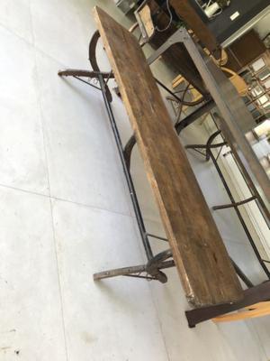 2 bancos de madera y hierro