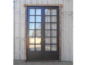 Antigua puerta de madera en cedro a vidrios repartidos