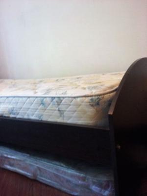 Cama 1 plaza con colchón.