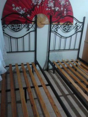 Dos camas de 1 plaza hierro con respaldo de hierro forjado