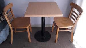 Mesa de bar con dos sillas
