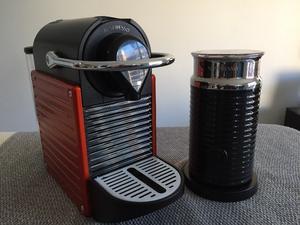 Nespresso Pixie + Aeroccino Negro