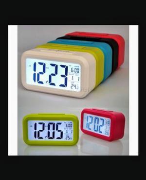 Reloj despertador digital fecha hora y temperatura