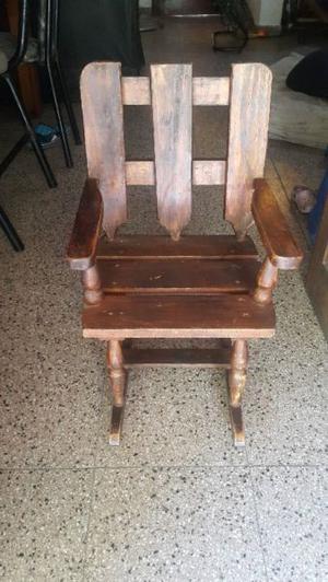 Silla mecedora de madera para niños