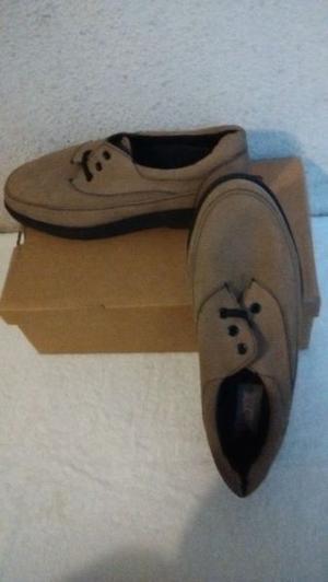 Zapatos de gamuza LEVIS Nro 41 NUEVOS
