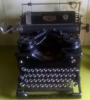 Antigua Maquina De Escribir Portatil Royal Americana