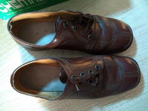 Zapatos acordonados cuero