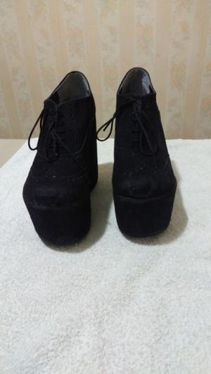 Zapatos de gamusa negros con plataforma de 15 cm. Talle 39