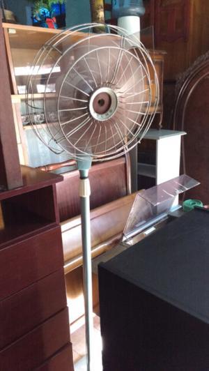 Antiguo ventilador de pie marca yelmo