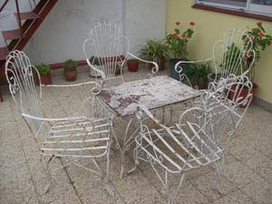 sillas y mesa de hierro para jardín o terraza