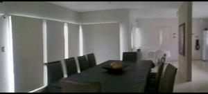 Mesa de comedor con sillas de diseño categoría