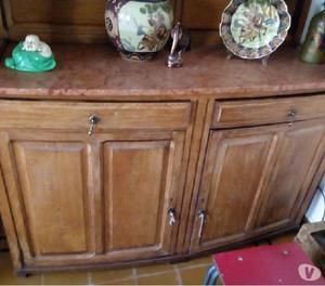 Mueble antiguo tallado en madera y marmol