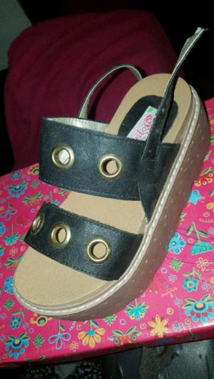 Sandalias de nena con plataforma t.32 nuevas