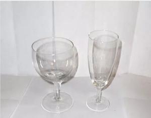 Copas De Champagne, De Vino Y De Agua