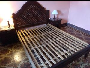 Vendo juego de dormitorio de algarrobo