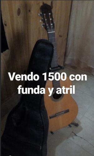 vendo guitarra criolla Fonseca con funda y atril