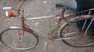 Bicicleta antigua reliquia funcionando